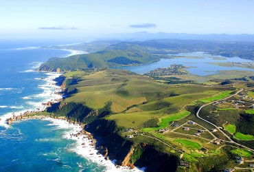 Our popular Garden route and Overberg Tour covers all the highlights of the Garden route as well as the Overberg, Cape Agulhas, the Whale Coast and scenic Clarence Drive