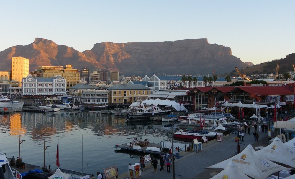 Experience the vibrant Waterfront on our Cape Town City Tour and enjoy one of the most beautiful sights of the sun setting on Table Mountain, a world heritage sight